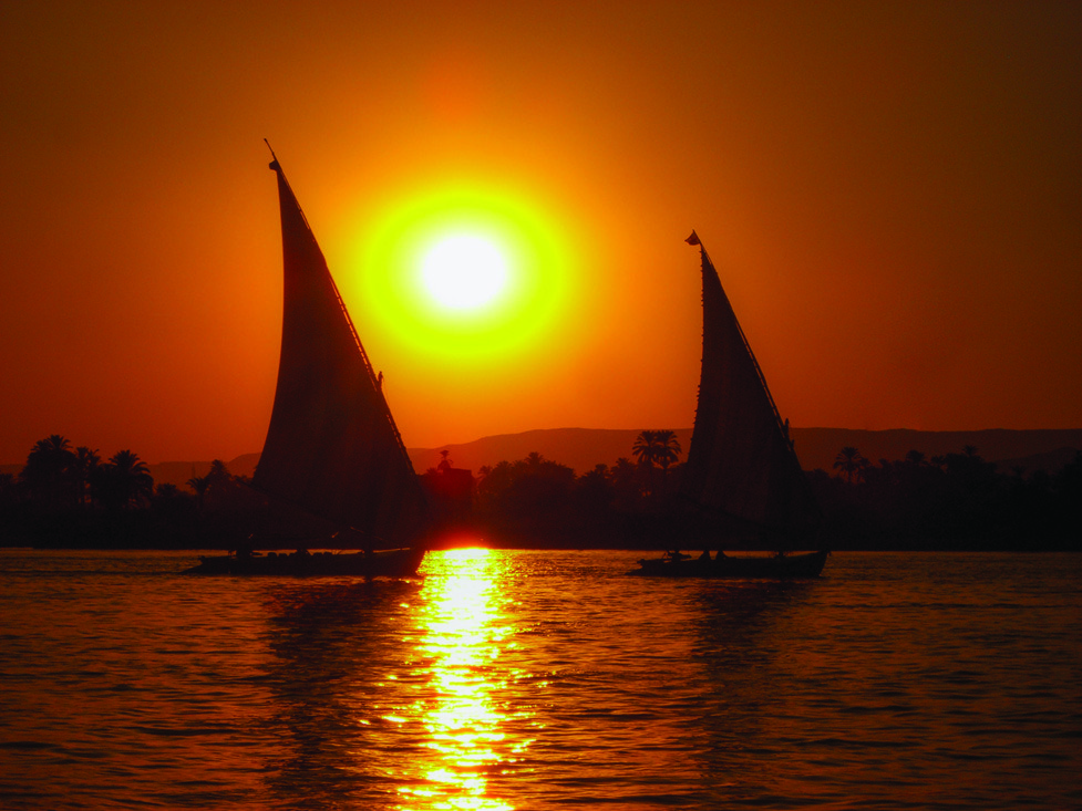 Felucca is a traditional Egyptian wooden boat with a canvas sail. Cruise on the Nile by felucca is popular with foreign tourists.